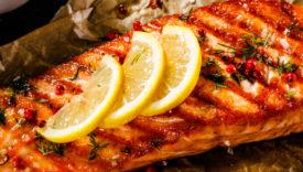 salmone grigliato e condito