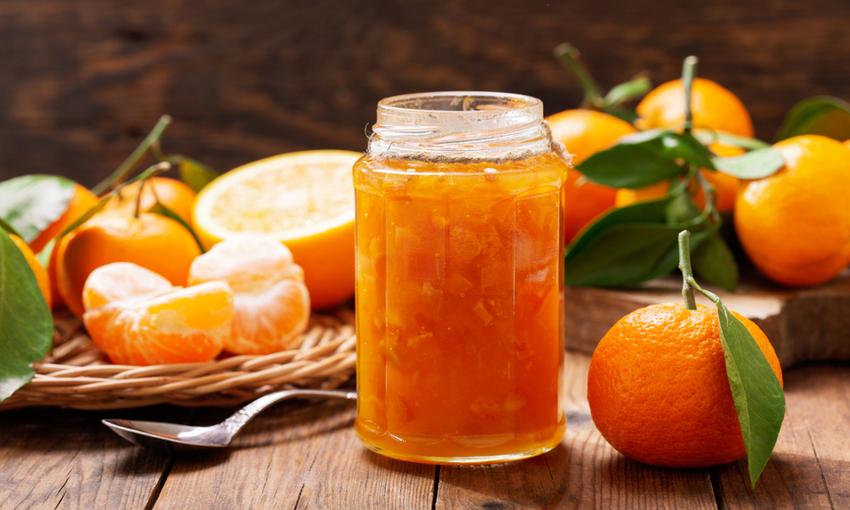 Marmellata di mandarino in vaso di vetro