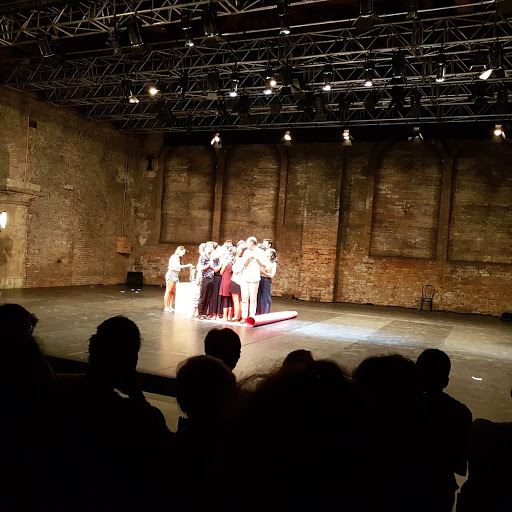 performance teatrale alla biennale di venezia
