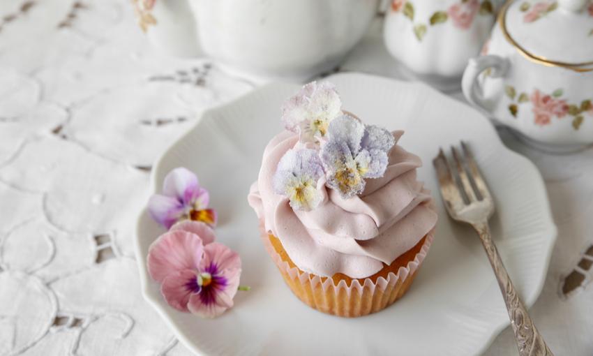 Cupcake con fiori cristallizzati