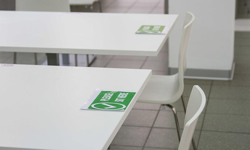 adesivi tavoli