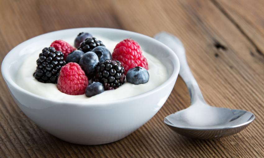 spuntino dolce frutta e yogurt