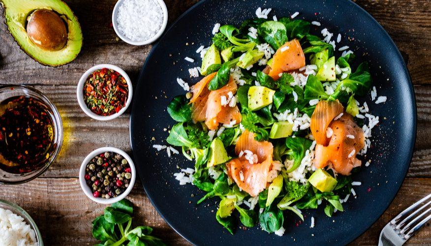 insalatina riso salmone e avocado